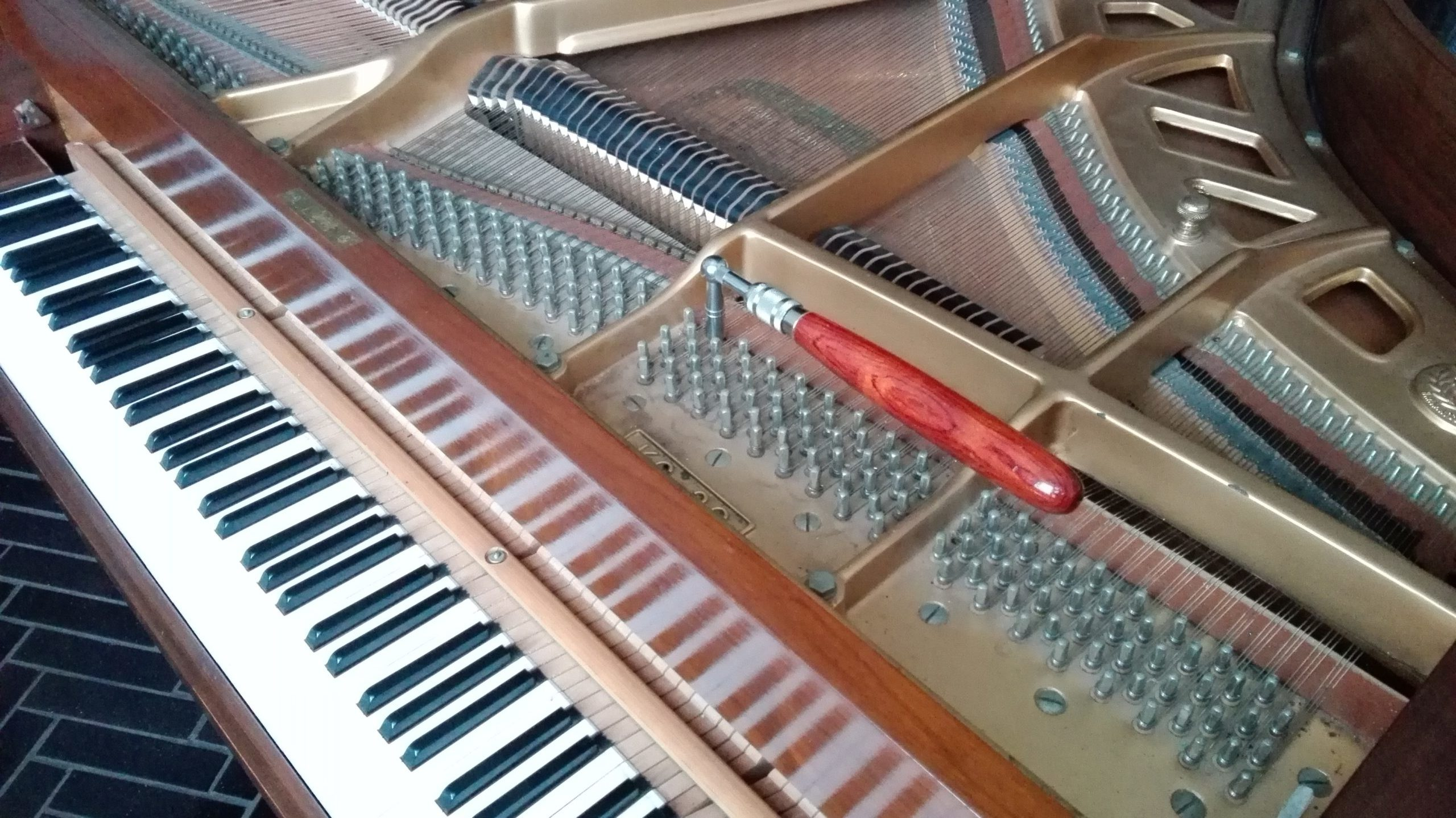Pianoforte a coda accordatura Varese
